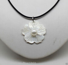 Fashion Natural White Freshwater Mother Of Pearl Shell Flower Pendant Necklace
