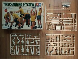 Boîte Tamiya Pit Crew 1/20 + 7 figurines pour diorama F1