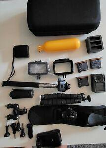 DJI Osmo 4K Actionkamera mit 2 extra Akkus und Zubehörpaket.