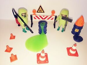 PLAYMOBIL - 1 TOXIC WASTE HAZMAT CLEAN UP CREW WITH ACCESSORIES