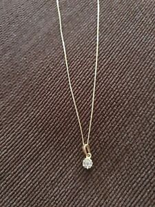 Lovely 9ct Gold Diamonds Illusion Necklace 0.10tcw.