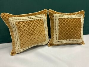 Gaufrage Velvet, trimmed cushions x 2