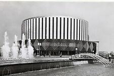 21895 AK Dresden DDR Filmtheater Rundkino Prager Straße Brunnen Personen um 1980