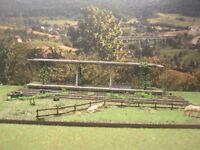 Lost Places: Bahnsteig top gebaut, gealtert, patiniert & begrünt Diorama H0 1:87