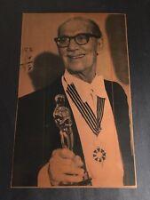 1974 GROUCHO MARX    ACCEPTS AN OSCAR FILE COPY NEGATIVE VERY RARE  PRESS PHOTO