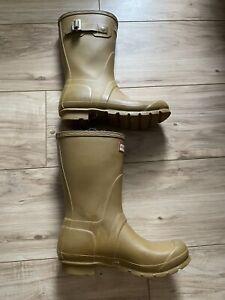 WOMENS SHORT HUNTER BOOTS! YELLOW! SIZE 7