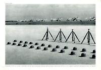 Flugplatz Deutsche Luftwaffe XL Fotoabbildung 1940 Flugzeug WK 2 Stahlhelme +