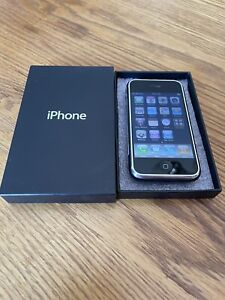 """EXTREMELY RARE AT&T APPLE IPHONE 1ST GENERATION 2G-4GB Black THIN BOX A1203"""