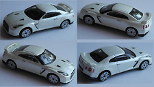 Bburago - 2009 Nissan GT-R perlmuttweiß 1:43 Modellauto