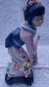 LLadro figurine  - Kneeling Japanese Geisha Girl 9in tall