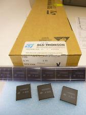 2 Stück/ 2 pieces  ST90R30 C6  ROMLESS HCMOS MCU w. A/D CONVERTER 90T30 ST9030
