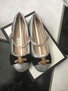 NIB 100% AUTH Gucci Kids Silver Metallic Leather Mary Jane Flat Embroidered Bee