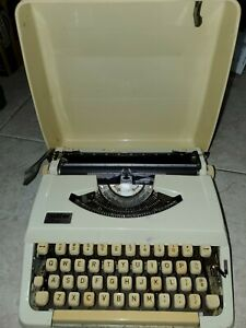 VINTAGE BROTHER CHARGER 11 ULTRA COMPACT PORTABLR TYPEWRITER EXCELLENT CONDITION