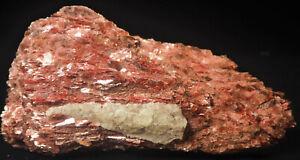 Top Alurgite, rot, Fundort, Minas Gerais, Brasilien.