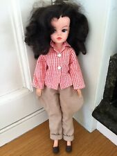 Beautiful Vintage brunette Sindy doll 033055X Sindy cartouche 2 leg clicks VGC