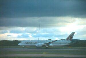 ORIGINAL CIVIL AIRCRAFT PLANE COLOUR SLIDE QATAR BOEING 787 MANCHESTER A7-BCN.