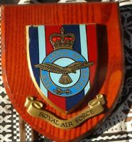 1 X WALL PLAQUE  18 X 13 X 3 CM ROYAL AIR FORCE PER ARDUA AD ASTRA WOOD/PLASTER