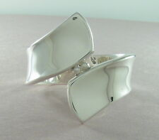 925 sterling silver spring-loaded bangle with ball and ribbon design