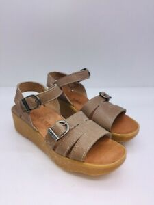 Famolare Women's Honeybuckle Wedge Open-Toe Sandals Sand Leather US 7M $157.95