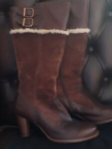 Leather ugg boots size UK  7 eu 39.5 immaculate