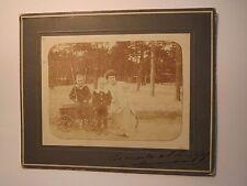 Frau & 3 Kinder mit Bollerwagen / Foto