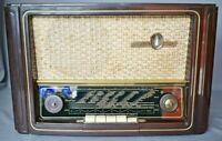 EMUD Record 200 Röhren-Radio mit Bakelit-Gehäuse 1950er Jahre