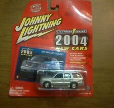 2004 CADILLAC ESCALADE Johnny Lightning Diecast replica 1/64 scale in SILVER