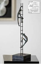 79127 Sculpture Equilibre des Puissance de Poly finition en bronze sur fond noir