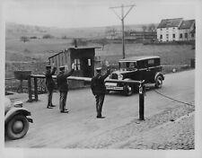 1934 Automobile Stopped German-Saar Frontier Press Photo