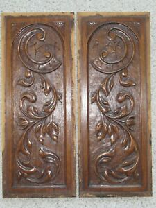 1 pair of hand-carved oak panels around 1880