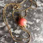 Pendentif vintage plaqué or Et corail avec sa chaine , bijou ancien
