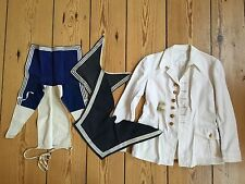Weiße Marine-Uniformjacke mit blau-weißen Kieler-Kragen