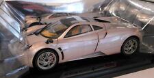 Motormax 1/18 Scale 73100PTM Pagani Huayra metallic Silver / Gold