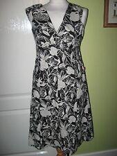 LADIES CARRY FITS 8-10 LADIES BLACK/WHITE FLORAL COTTON DRESS - LINED