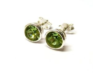 925 Sterling Silver Classic Peridot Crystal Round Rub Over Stud Earrings 5 mm