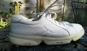 Ladies Ecco White leather lace up trainer shoes Size 41 ( to fit size 40)