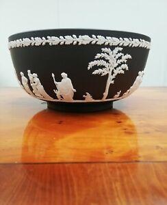 "Wedgwood Jasperware Black/White 'Sacrifice' Decorated Serving Bowl 7.5"" (20cm)"