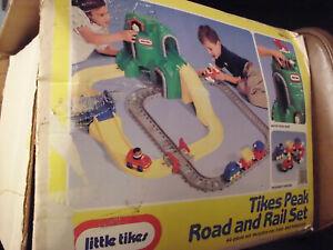 LITTLE TIKES TIKES PEAK ROAD AND RAIL SET