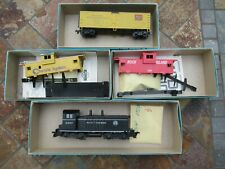 Vintage Athearn HO Scale Southern Locomotive & a Freight Cars & (2) Caboose