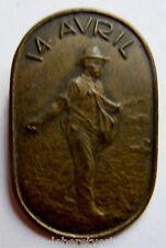 Insigne Suisse en métal mince estampé PAYSAN 14 AVRIL