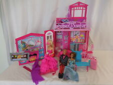 Barbie Glam Vacation House With Cute Accessories Mattel 2010 + Dolls Folds up