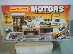 MATCHBOX MOTORS CAR DEALERSHIP GARAGE SERVICE PLAYSET IN PACKAGE