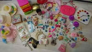 100+ TOYS GIRL BUNDLE FIGURES WATCH BONNETS SOFT TOYS AND MORE....(3.6)