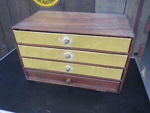 Ancien petit meuble d'atelier à tiroirs métier horloger mercerie bois