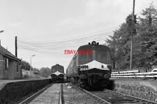 PHOTO  PASSENGER TRAINS CROSSING AT BALLINDERRY STATION 80-CLASS DMBSO NO. 86 AT