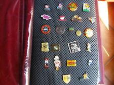 Collection de 67 pin's années 90  dans classeur