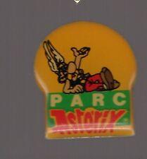 Pin's parc Astérix (signé 1992 Gosciny - Uderzo)