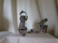 Sandalias Zapatos lola cruz Cuero De Ante Gris Y Material Plateado Número 39