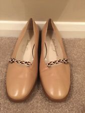 Ladies Beige Low Heeled Shoes Size 6.5 By Salvatore Ferragamo