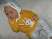 Traumdolls Doro Dolls Babypuppe Meta 50 cm mit Schnuller Spielpuppe Baby NEU